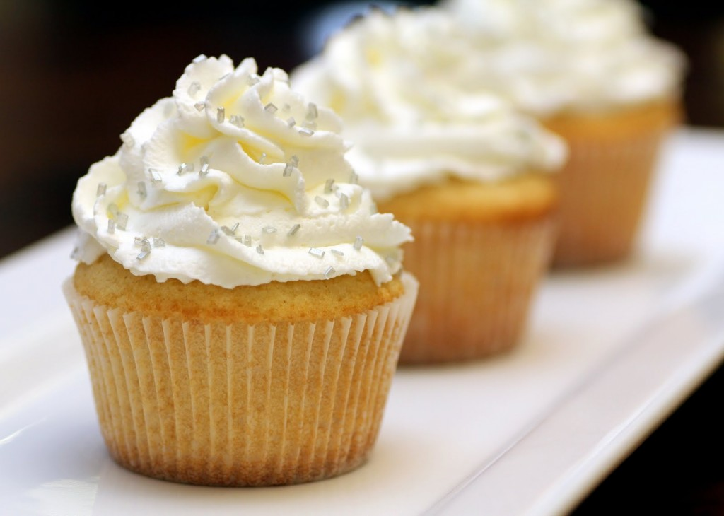 vanilla-cupcakes-with-sweetened-whipped-cream-frosting